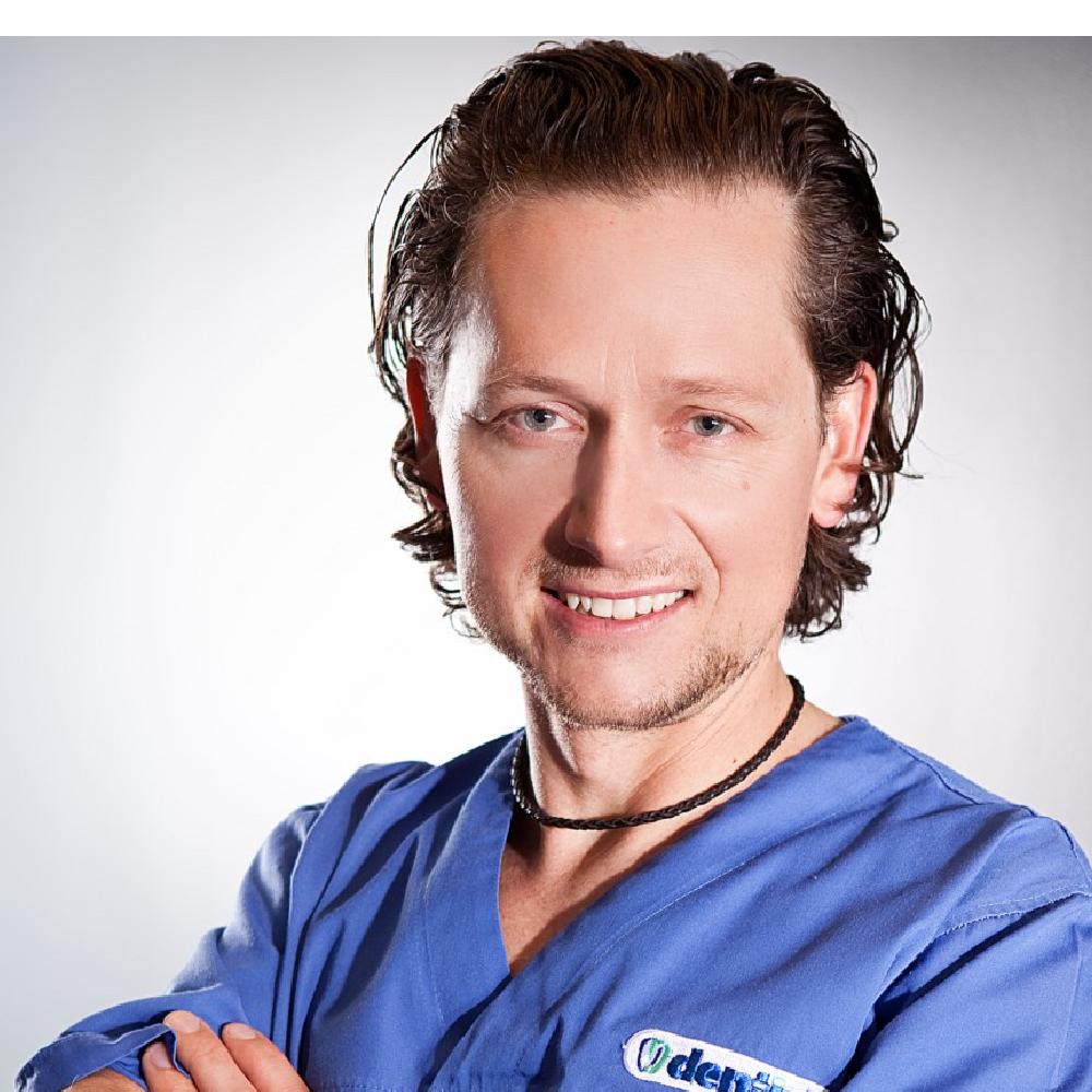 Dr n. med. Maciej Żarow DDS, PHD