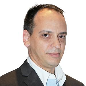 Alessandro Loguercio Graduação em Odontologia – FO - UFPEL; Especialista e mestre em Dentística Restauradora – FO-UFPEL; Doutor em Materiais Dentários - FOUSP